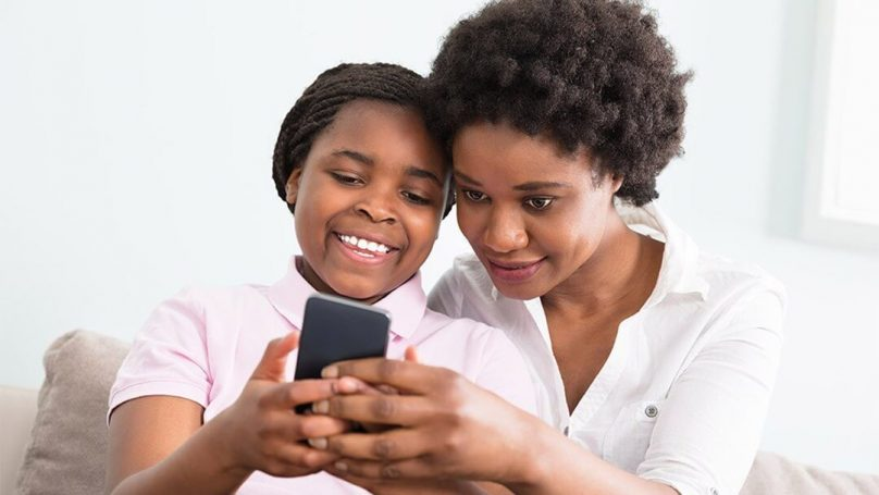 mother-with-kids-look-at-phone